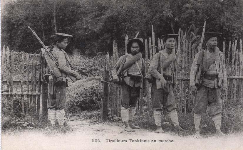 tirailleurs_tonkinois_en_marche.jpg (97862 octets)