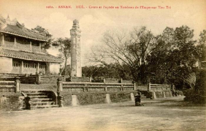 hue_pagode_tombeau_thieu_tri.jpg (57580 octets)