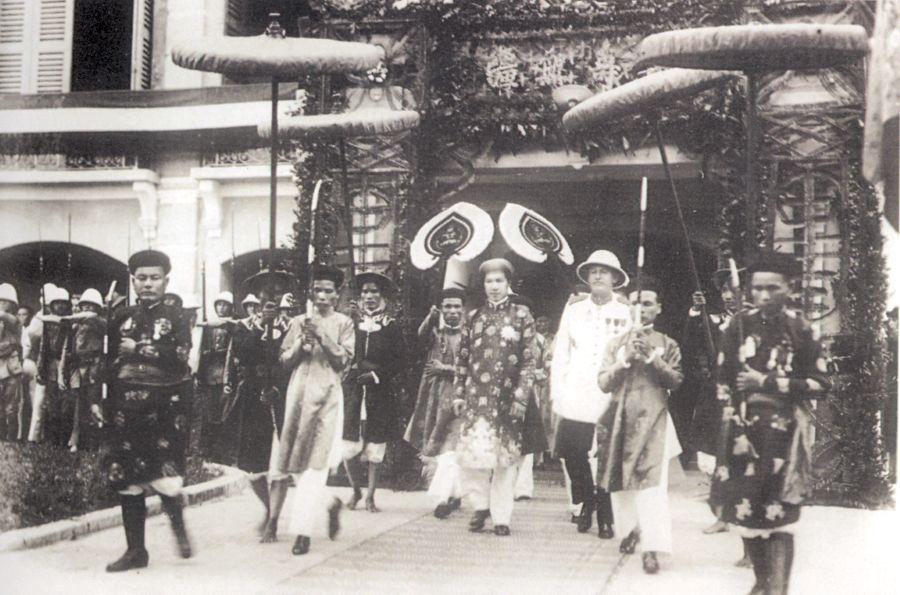 BaoDai_ceremonie_officielle_de_1930.jpg (101727 octets)