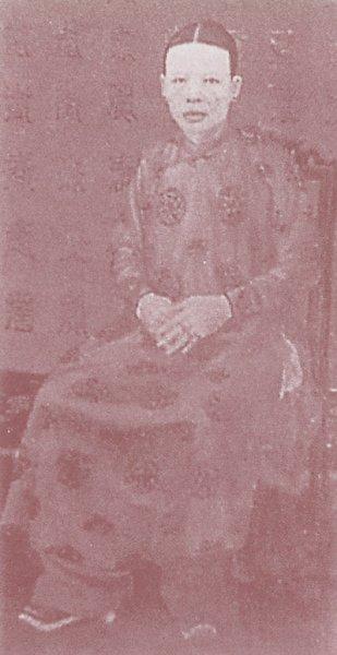 Hoang-hau-Tu-Minh.JPG (34368 octets)