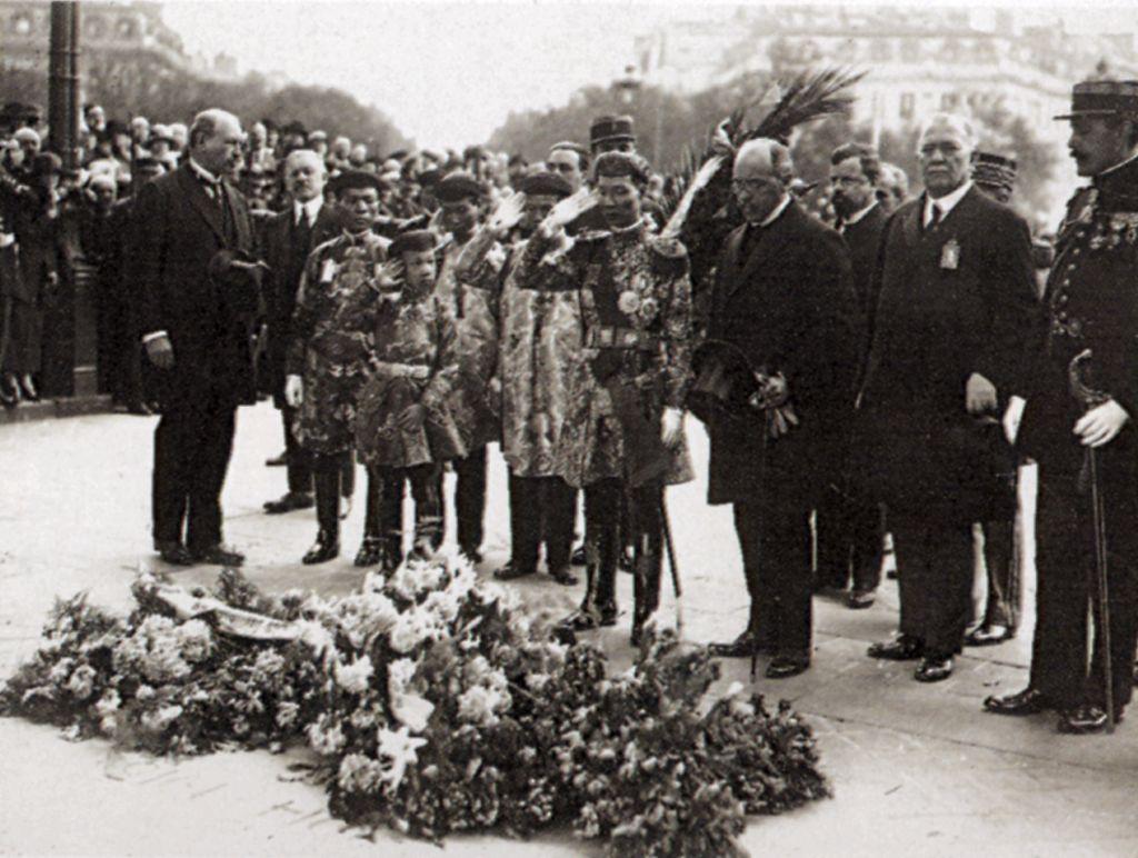KhaiDinh_prince_VinhThuy_a_Paris_1922.jpg (131683 octets)