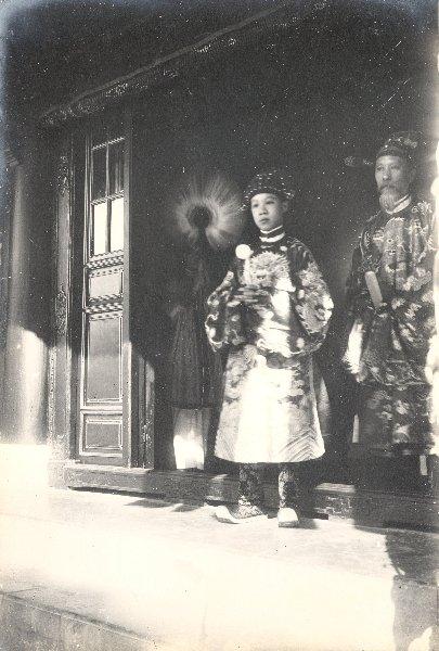 http://nguyentl.free.fr/autrefois/quarantenaire-kd/Prince_Bao_Dai   _et_ministre_de_la_guerre.jpg
